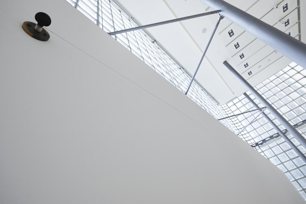 アーティストの感性と職人技が出合った、『眠らない手』エルメスのアーティスト・レジデンシー展の魅力とは。