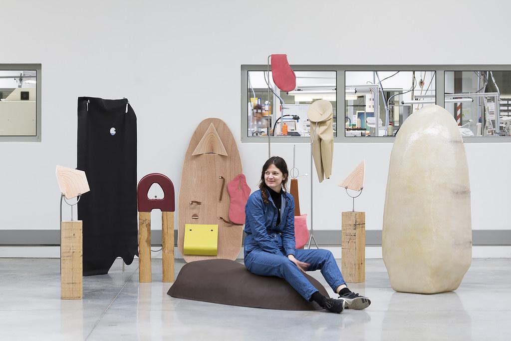 アーティストの感性とメゾンの職人技の競演、エルメスの展覧会『眠らない手』の第二期がスタート