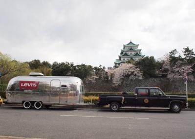 リーバイス®の移動型ポップアップストアが、横浜赤レンガ倉庫にピットイン!