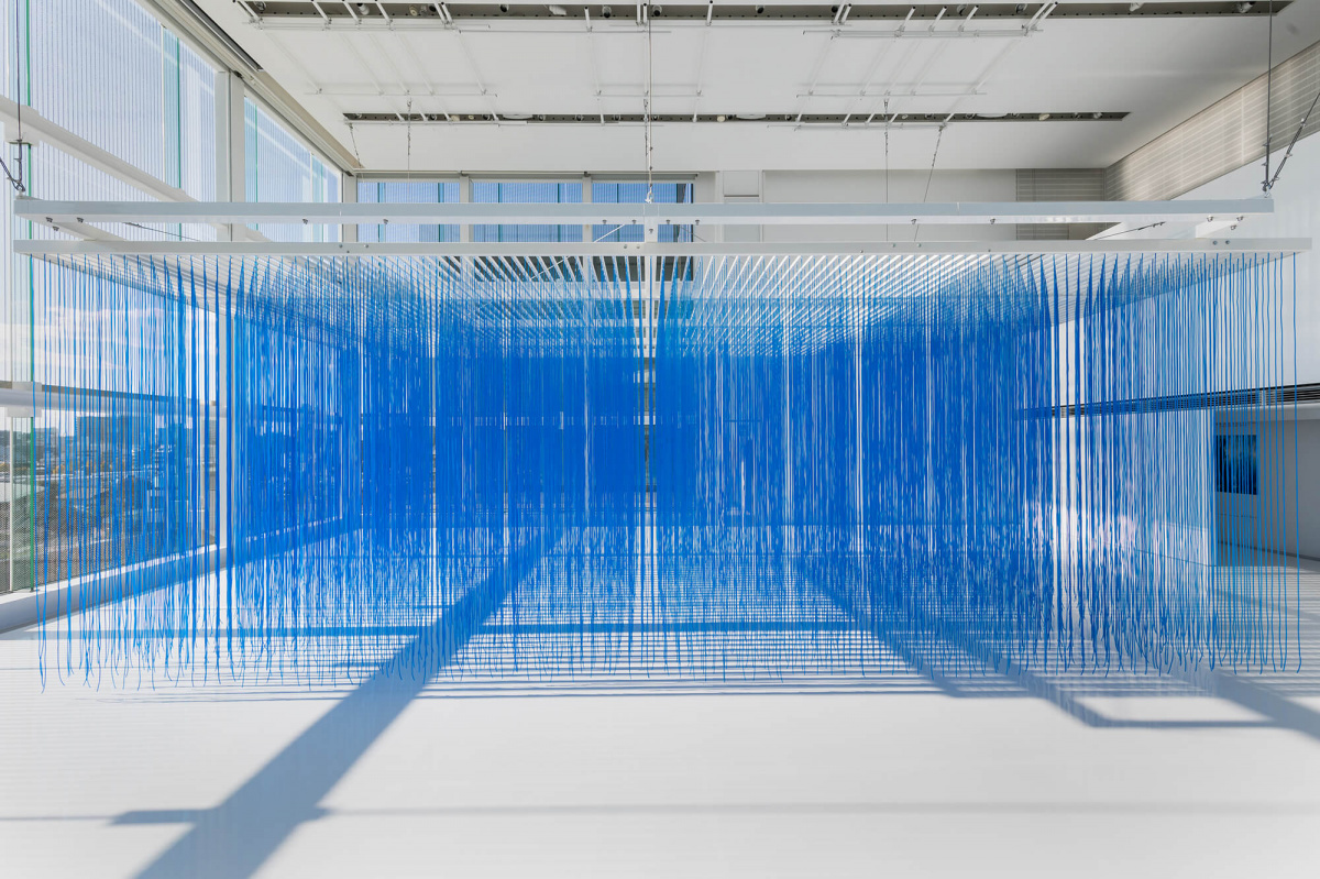 表参道の「エスパス ルイ・ヴィトン東京」で、ヘスス・ラファエル・ソトが手がける青いインスタレーションを体感せよ。