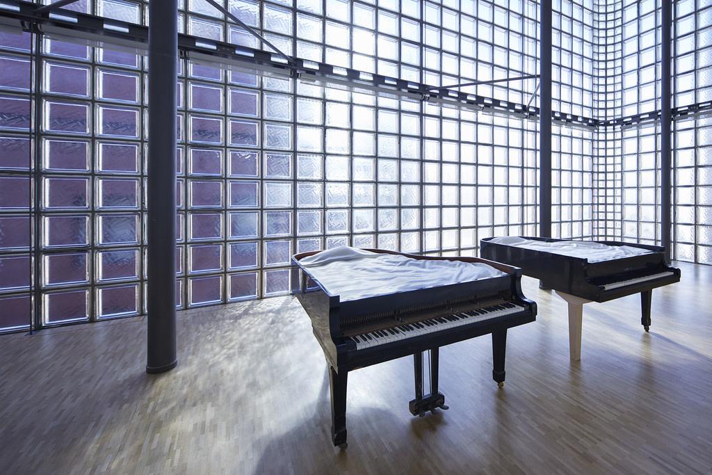"""心を揺さぶる""""型破り""""な演奏会、銀座メゾンエルメスで開催中の「ピアニスト」向井山朋子展に注目を。"""