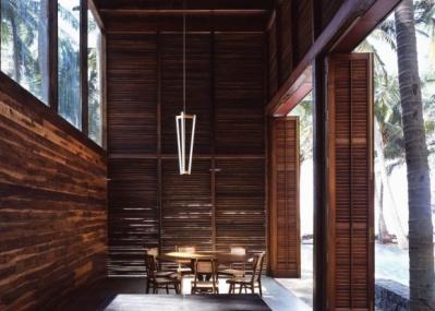 注目の照明デザイナー、マイケル・アナスタシアデスの作品を、リビング・モティーフで展示。