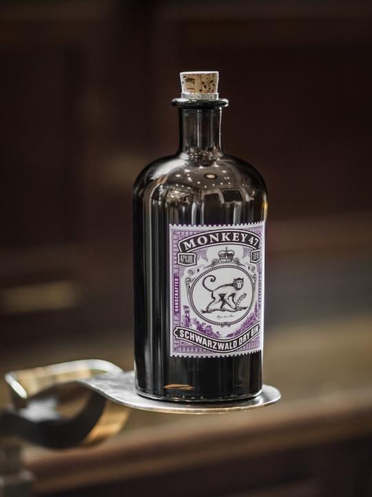 クラフトジン「モンキー 47」が香りを添える、一夜限りのスペシャルなカクテルパーティーへ。