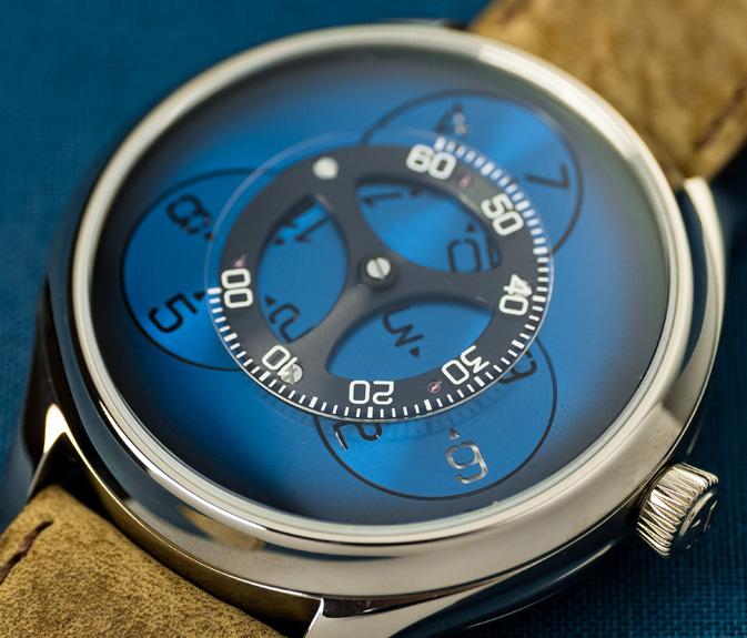 針が1本もない腕時計! H.モーザーの新作はリングとディスクが回転して時分を表示。