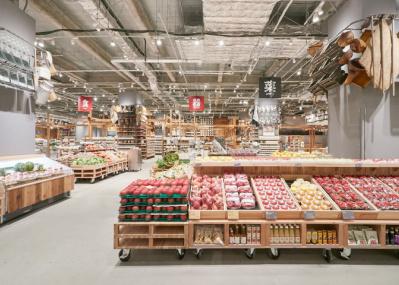 食がテーマの総合専門売り場も!  大阪・堺の世界最大の「無印良品」で、生鮮食料品を買おう。