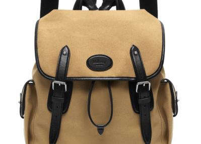 これ一個でこと足りる、英国「マルベリー」の復刻バッグにこめられた現代的なセンスとは?