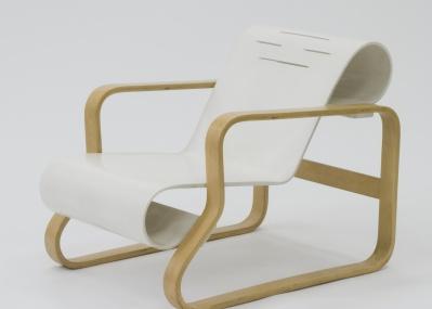 椅子について改めて学びましょう。「座って学ぶ 椅子学講座—ムサビ近代椅子コレクション400脚」が開講。