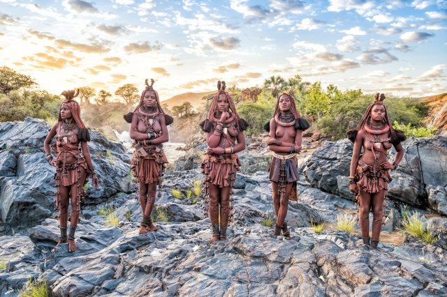 """ヨシダナギの写真展「HEROES」で、強くカッコいいアフリカに""""当たり前""""を揺さぶられましょう。"""