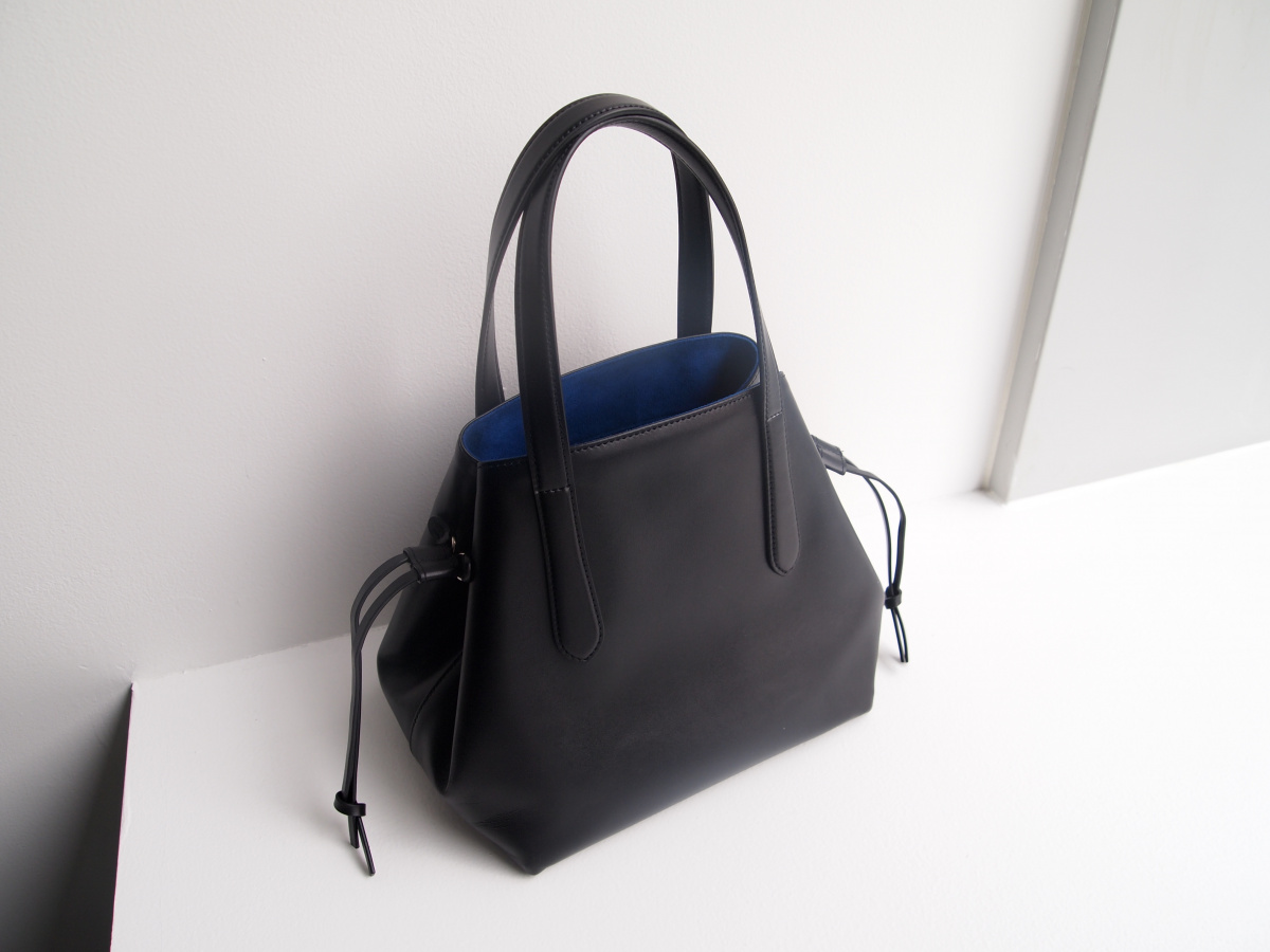 バッグを新調するなら、ブラックレザーの色気漂う「ナオキ タキザワ」の新作コレクションが筆頭候補!