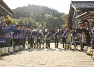 10月1日は「日本酒の日」! 乾杯写真を投稿して、蔵元自慢の日本酒を当てましょう。