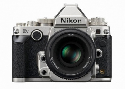 ニコンが放つ最先端デジタル一眼は、往年の名機を彷彿させる硬派なカタチ。