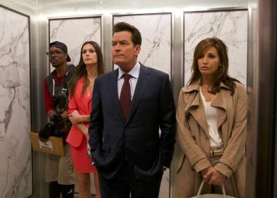 あの日、エレベーターに閉じ込められた5人の運命とは? チャーリー・シーン主演作、映画「ナインイレヴン 運命を分けた日 」が必見です。
