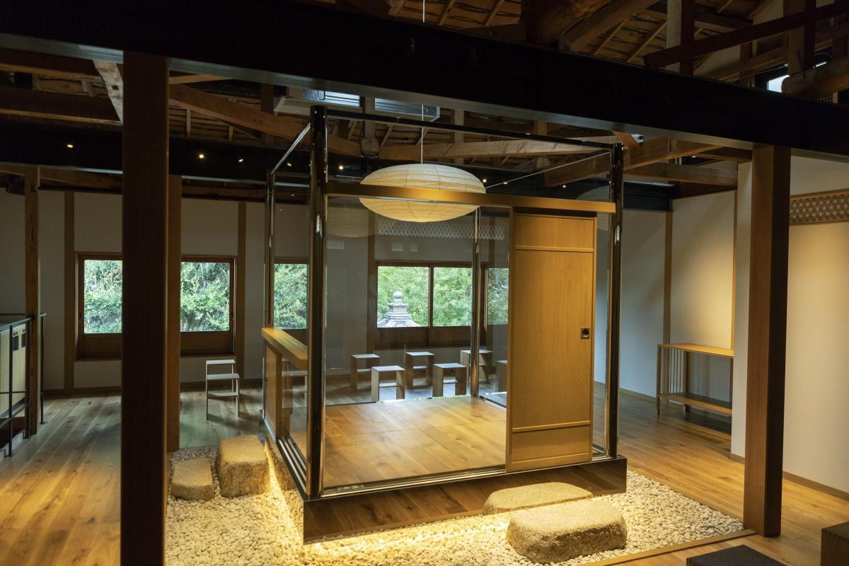 京都・清水寺近くにオープンした「日東堂」は、日本の道具とおいしいコーヒーの店。クリエイティブ・ディレクターは水野学さんです。