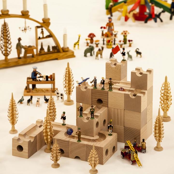 手仕事のぬくもりと精緻な技に釘付け! 「ヨーロッパの木の玩具(おもちゃ)」展で伝統工芸の美しさを堪能。