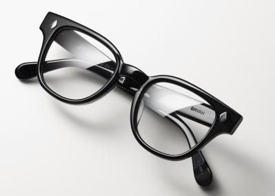 ウディ・アレンが映画『アニー・ホール』で着こなした、トラッドな愛用品、セルフレームの眼鏡