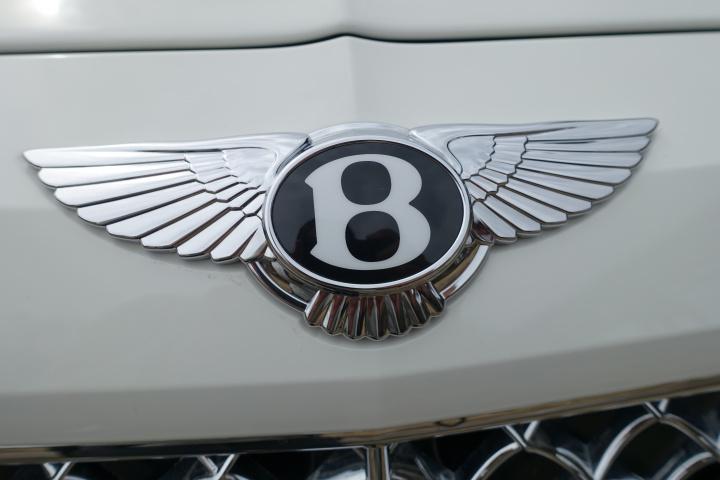 世界いち高級といわれるSUV「ベントレー・ベンテイガ」、果たしてその乗り心地とは?