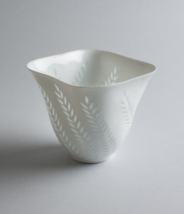 『フィンランド陶芸』展で、北国の詩情を感じる知られざる陶器を目撃せよ。