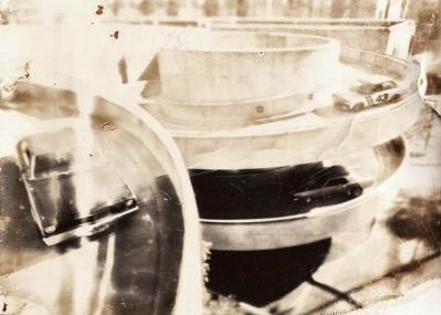"""ポラロイドがここまで芸術的に! トマシュ・グゾバティの写真展で""""美しき化学変化""""を目撃しましょう。"""