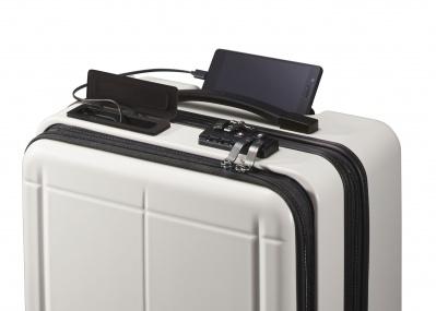 スマホが充電できて、Bluetoothで追跡も可能なスーツケースなんて……あるんです!