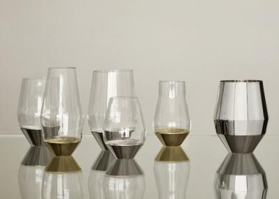 """ワインがもっと""""やわらかく""""味わえる、銀器の老舗「ピュイフォルカ」の斬新なフォルムのグラスとは?"""