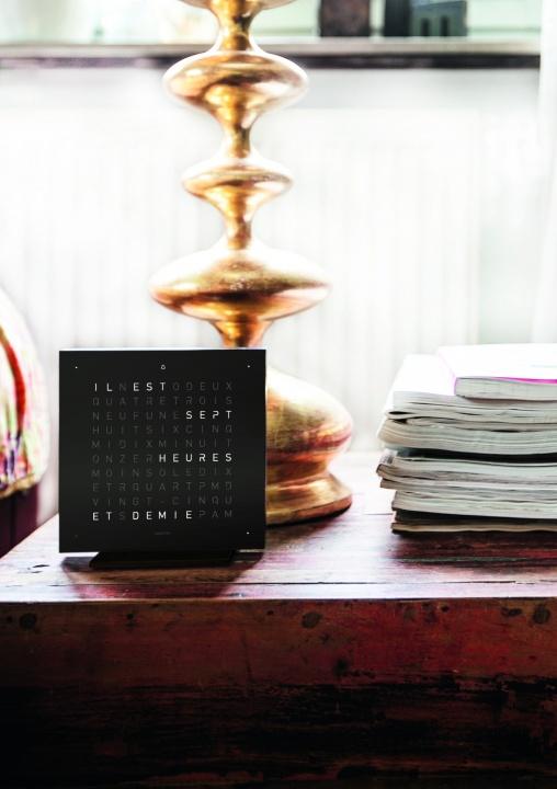 これはもはやモダンアート! 文字で時刻を表すユニークな時計、「クロックツー」にご注目あれ。