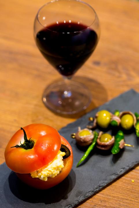 代官山散歩でお腹が空いたら、老舗「シェ・リュイ」の新店で気軽にフレンチとワインを。