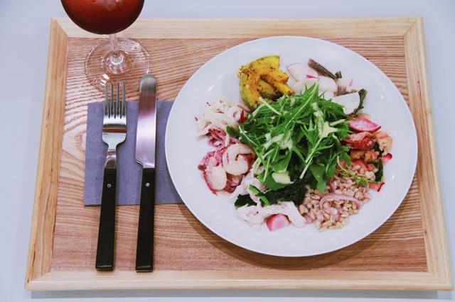 """毎日届く新鮮な野菜を楽しむ、 スロー""""ファスト""""フードのデリ&レストラン「sage & fennel 」が、広尾にオープン!"""
