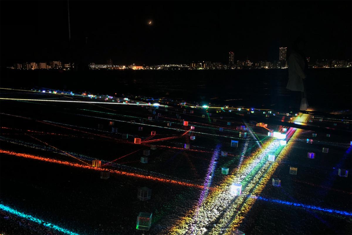 夜の無人島をさまよう、暗闇のアートプログラム。東京湾に浮かぶ猿島で感覚を研ぎ澄ませ。