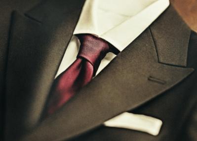 本当に格好いいネクタイの締め方を学んで、スーツでキメよう。