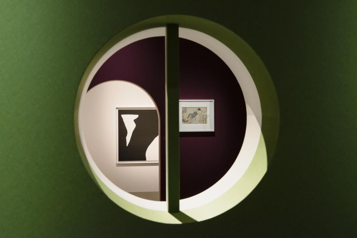 対照的なアプローチで「性」を捉えた、銀座シャネルの『ピエール セルネ & 春画』展。