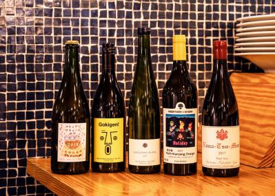 ワインジャーナリスト鹿取みゆきがこの秋薦める、日本の自然派ワイン5種を楽しむイベントが開催。