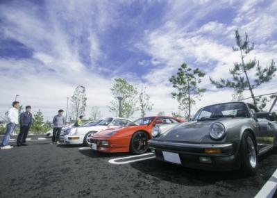 湘南T-SITEで行われた「モーニングクルーズ」に、90台のスポーツカーが集結。