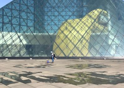 この週末はクロージングで盛り上がる「札幌国際芸術祭2017」へ! 注目作家クリスチャン・マークレーのインタビューと必見展示をご紹介します。