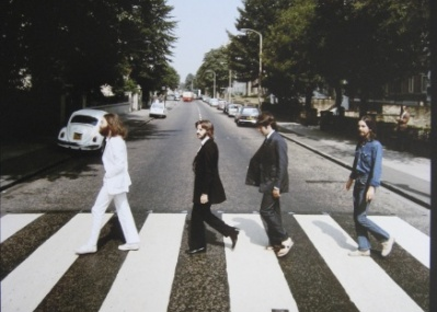 マッカートニーの来日公演を記念し、ビートルズのジャケット写真展が開かれます。