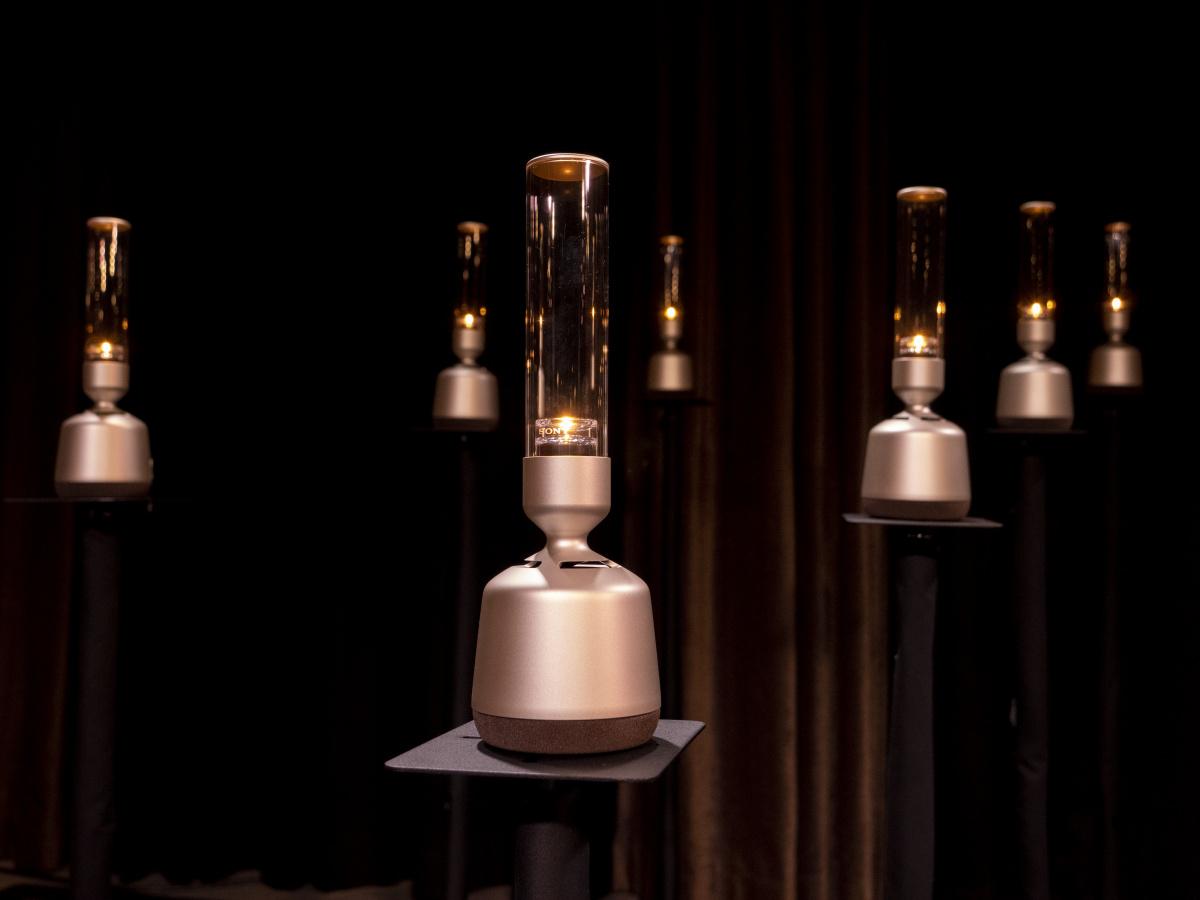 柔らかい光を放つソニー「LSPX-S2」の正体は、優しい音を奏でるグラスサウンドスピーカー!