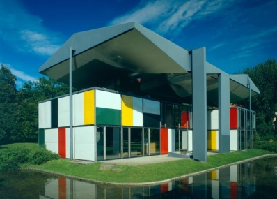 「スイスデザイン展」が、日本・スイス国交樹立150周年のオオトリを飾ります。