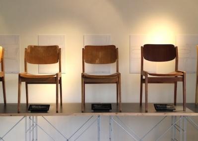 今年60才を迎えた、日本が誇る「名作椅子」の展示会を開催中。