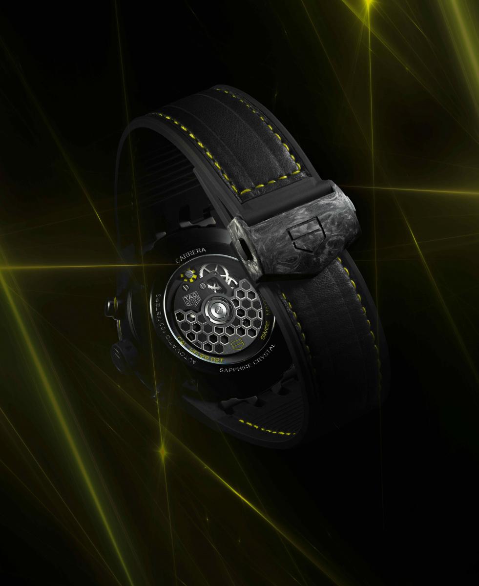 「タグ・ホイヤー」から画期的なトゥールビヨンが登場! カーボンがついに時計の心臓部にまで採用されました。