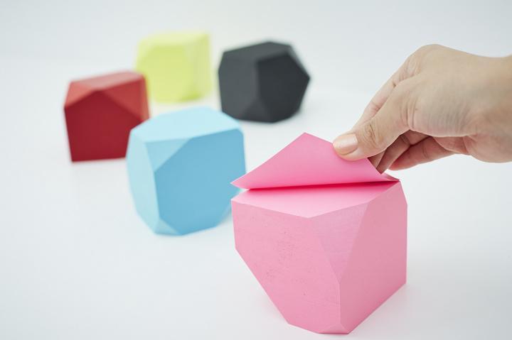 """多面体の正体はなんとメモブロック!  職人技の文房具「MEMO BLOCK """"POLYGON"""" 」でデスクを彩りましょう。"""