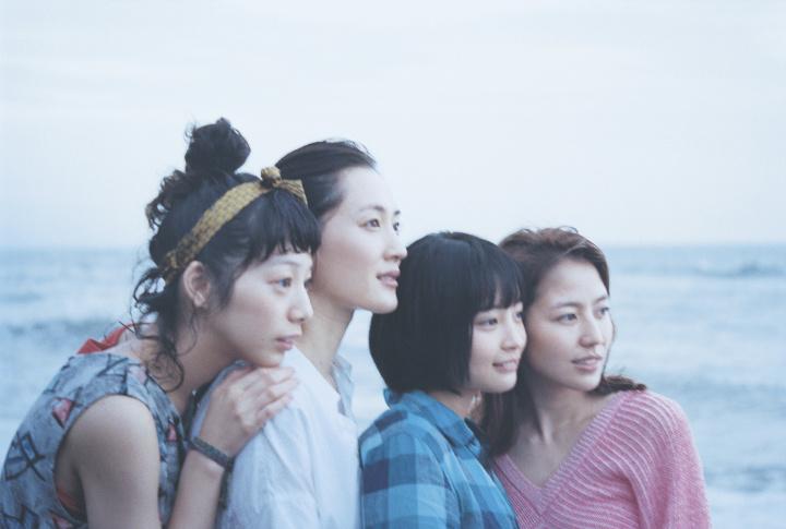 圧巻の400点! 瀧本幹也展『CROSSOVER』で、広告から映画までを横断する才能を見よ。
