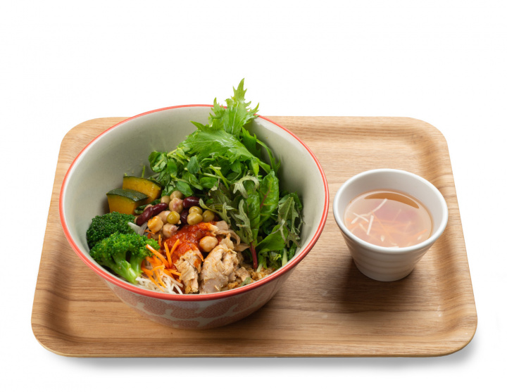 改札から1分でヘルシーご飯! 「タニタカフェ」が有楽町駅構内に登場しました。