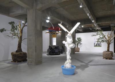"""異様な光景に度肝を抜かれる、アーティスト・西野達の10年ぶりの個展という""""事件""""。"""