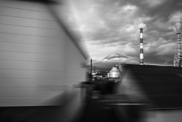 移動するカメラの視点がおもしろい!時間軸をテーマにした写真作品展「アインシュタインロマン」。