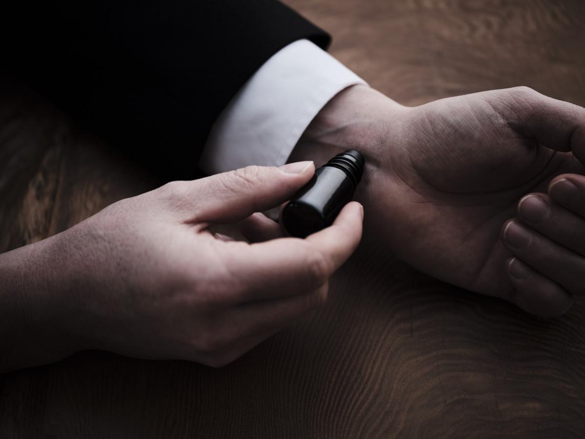 香水が苦手なすべての人に。自分を整えるために纏う、塗香(ずこう)というスタイル