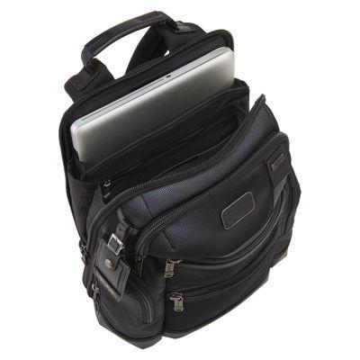 日常づかいできるバッグに遊び心を与えた、夜になるとシルバーに輝く「TUMI」に注目!