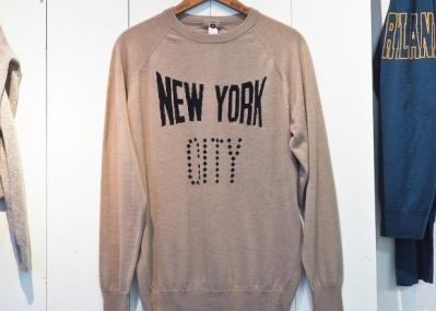 人気のロゴ入りスウェットシャツ? いえ、「ヴェネルタ ニットウェア」です!