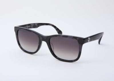 ヴィクター&ロルフ直営店でのみ取り扱われる、限定100本のサングラス