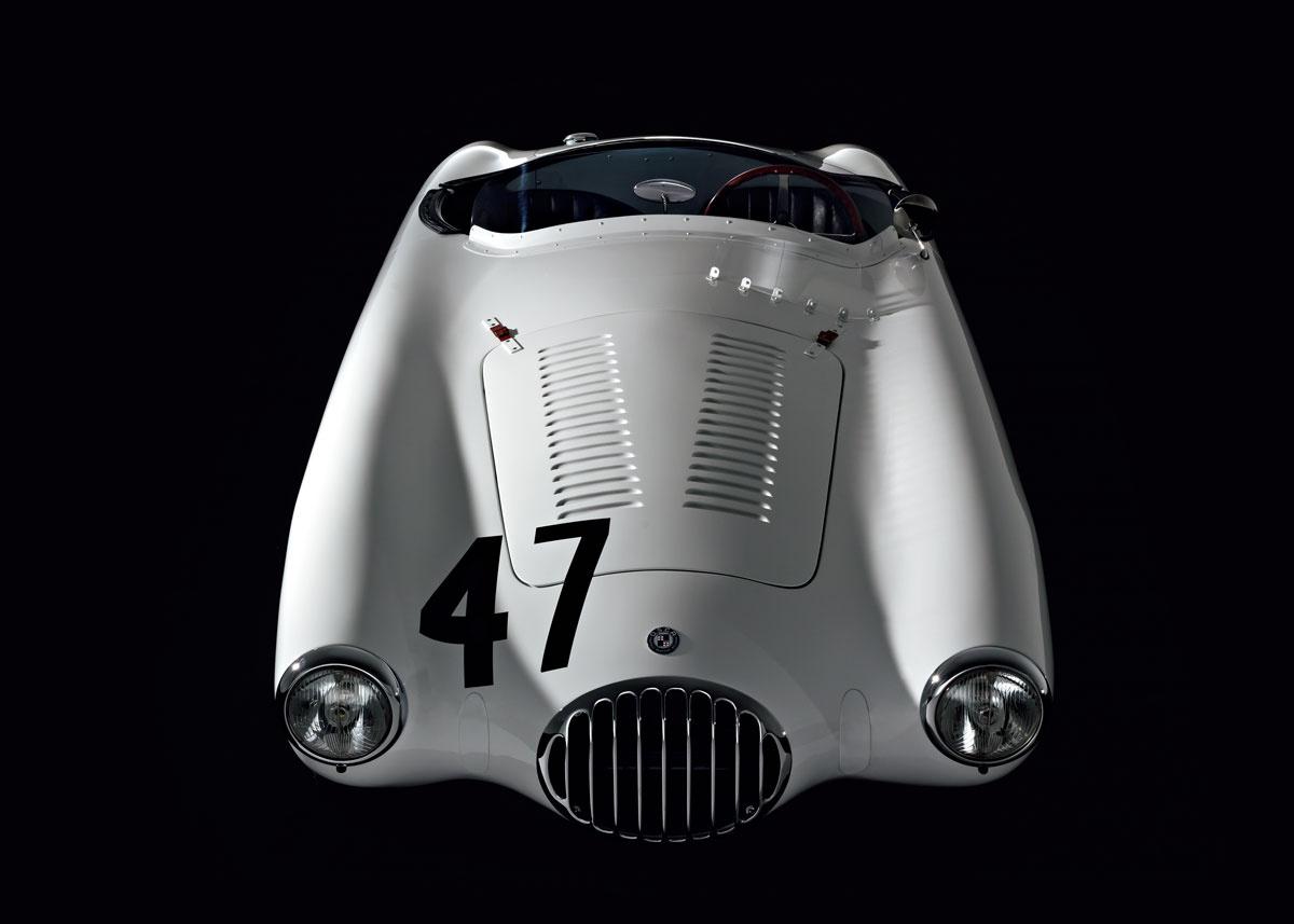 【名車図鑑】アメリカの英雄が乗った、小さなレーシングカー「オスカMT4」。