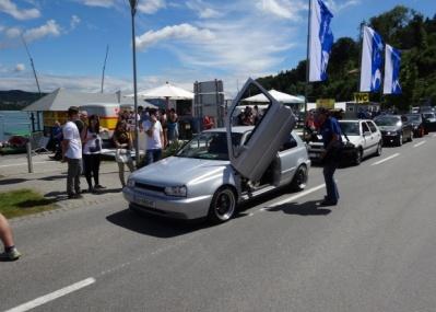 20万人ものファンが集う「フォルクスワーゲンの祭典」を、オーストリアで開催。