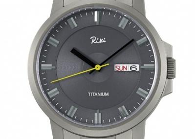 力強く、シンプルでモダン。渡辺 力が手がけたチタン製腕時計が誕生!